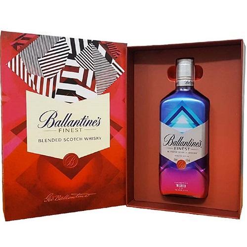Hộp quà Ballantine's Finest (2020).
